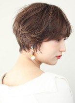 パーマをかけたひし形シルエットショート(髪型ショートヘア)