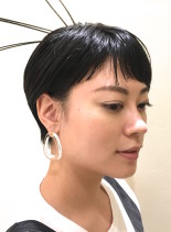 バングがポイントのシンンプルショート(髪型ショートヘア)