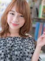くびれカールのニュアンス外ハネミディ(髪型ミディアム)