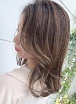 ハイライトでつくるシアブラウンヘア(髪型ミディアム)