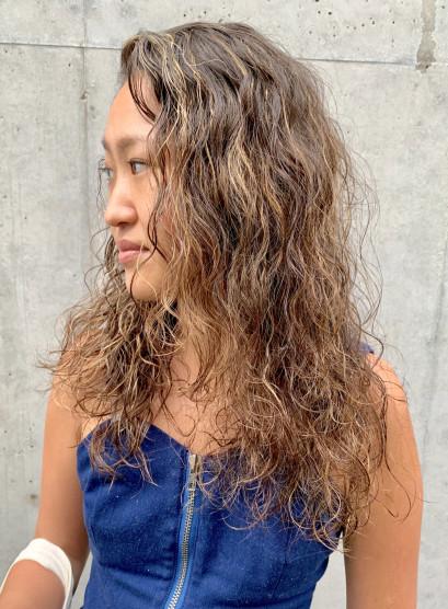 外国人風ウェーブロングレイヤー(髪型ロング)