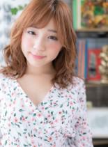 アシンメトリーな外国人風外ハネミディ(髪型ミディアム)