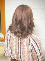 ピンクミルクティーカラー(髪型ミディアム)