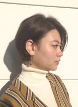 秋風になびく柔らかショートヘアー(髪型ショートヘア)