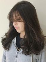 ふわふわレイヤーのグレージュスタイル(髪型ロング)
