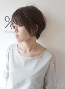 前髪長めの大人ショートスタイル(ビューティーナビ)