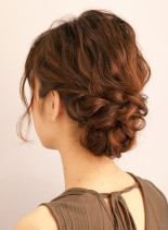 ふんわり下めシニヨン(髪型セミロング)