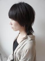 大人のためのショートなマッシュウルフ(髪型ミディアム)