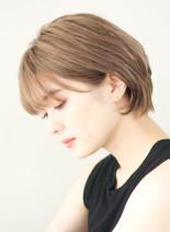 耳かけ×襟足長め丸みショートボブ(髪型ショートヘア)