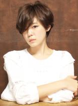 前髪長めのヌーディカールショート(髪型ショートヘア)