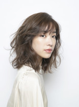 Lightnessなフラッフィセミディ(髪型ミディアム)