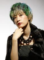 鮮やかで個性が光るショートスタイル(髪型ショートヘア)