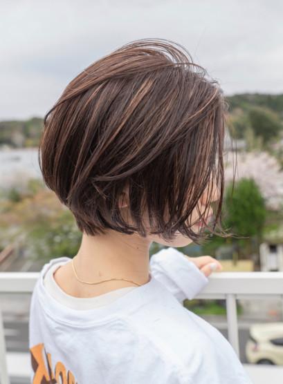 風そよぐ髪、しなやかショートボブ(髪型ボブ)