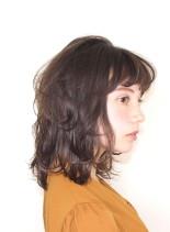 フェミニンミディアムレイヤー(髪型ミディアム)