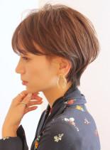 前髪長めの耳掛けショート(髪型ショートヘア)