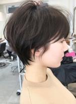 【首が細く見えるショートヘア】
