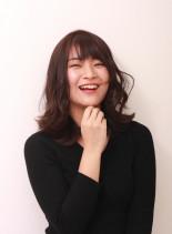 暗髪アッシュカラー(髪型ミディアム)
