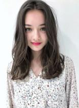 ハーフブリーチ+ホワイトブラウン(髪型セミロング)