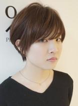 前髪長めの大人ナチュラルショート(髪型ショートヘア)