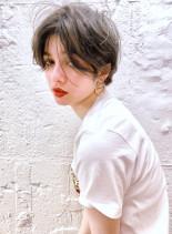 ハーフブリーチ+ホワイトブラウン(髪型ショートヘア)