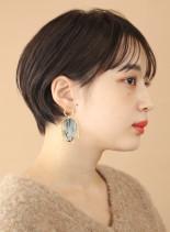 コンパクトな耳かけシースルーショートボブ(髪型ショートヘア)