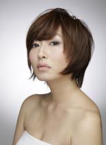 アシンメトリーなショートスタイル(髪型ショートヘア)