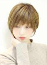 大人女性耳かけショート(髪型ショートヘア)