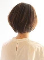 シルエットが綺麗なナチュラルショート(髪型ショートヘア)