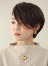 前髪長めの耳かけショートボブ(髪型ショートヘア)