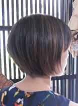 前下がりグラデーションボブ×ハイライト(髪型ショートヘア)