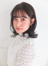外ハネミディアムヘア(髪型ミディアム)