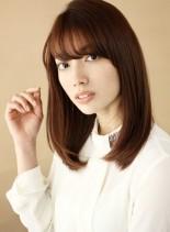 薄めバングの艶髪ブラウンセミディ (髪型セミロング)