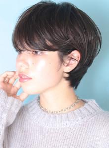 大人の暗髪◇耳掛けニュアンスショート(ビューティーナビ)