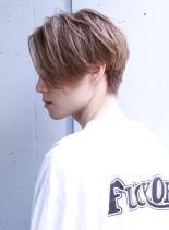 センターパートのツーブロックスタイル(髪型メンズ)