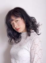 暗髪ネイビーグレージュ(髪型ミディアム)