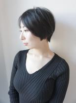 重めシルエットの大人ショートボブ(髪型ショートヘア)