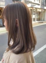 イルミナカラー&ブリーチなしミルクティー(髪型ミディアム)