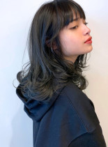 ネイビーカラー×レイヤースタイル(髪型セミロング)