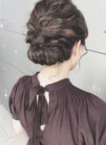 ふわっとつるんゆるシニヨン(髪型ミディアム)