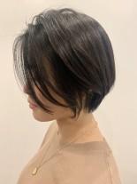 大人小顔ショート×白髪カバーハイライト(髪型ショートヘア)