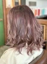 ピンクベージュヘアカラー×バレイヤージュ(髪型ミディアム)