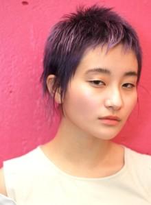 紫髮のダブルカラークールベリーショート