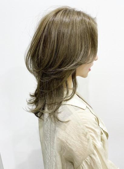 毛流れがキレイ!ボリュームウルフレイヤー(髪型ミディアム)