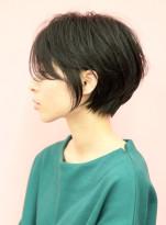 手入れ簡単☆前髪長めの耳かけショート