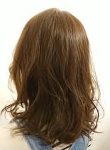 ソフトグレージュミディ(髪型ミディアム)