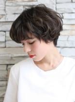 外国人風ウェーブカールのショートボブ(髪型ショートヘア)
