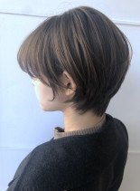 ナチュラルグレーベージュ(髪型ショートヘア)