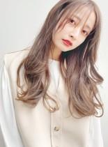 赤みなしベージュ系カラー艶やかロング(髪型ロング)