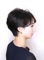 耳に掛けられるふんわりひし形ショート(髪型ショートヘア)
