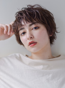大人カジュアル×くせ毛ショート(ビューティーナビ)